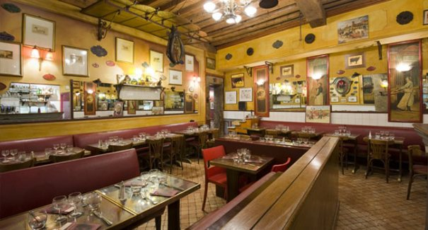 <Photo of the inside of a typical Bouchon in Lyon, Rhone Alps, France>