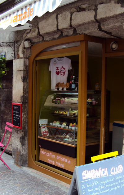 <Photo of the cupcake shop in Annecy, called Bagels and Cupcakes or B&C>