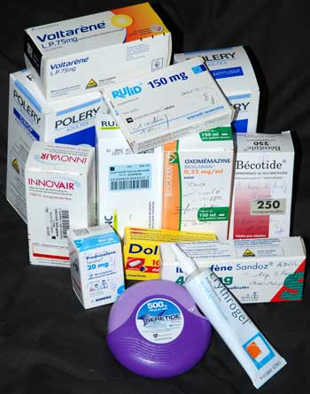 <Photo of a variety of French prescription drugs>