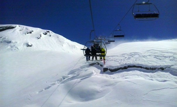 <Photo of the chairlift at La Balme and the untracked snow in La Clusaz at the end of the 2013 ski season >