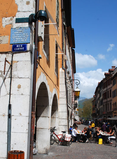 <Photo of Rue Royale pedestrian road in Annecy, France>