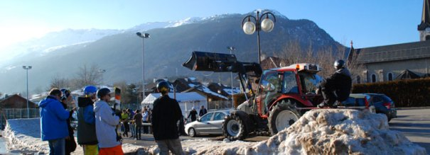 <Photo of the Saint Jean de Sixt freestyle ski competition - with tractor. Copyright Le Franco Phoney>