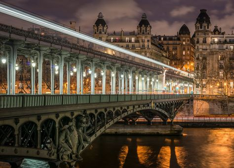 640px-Pont_de_Bir-Hakeim_and_view_on_the_16th_Arrondissement_of_Paris_140124_1