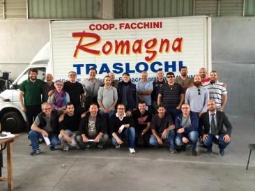 Gli orgogliosi facchini della Romagna Traslochi hanno firmato per la proposta di legge
