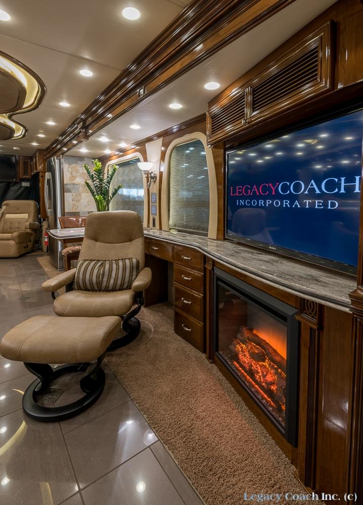 2014 Newmar Essex 4557 Quad Slide  Legacy Coach