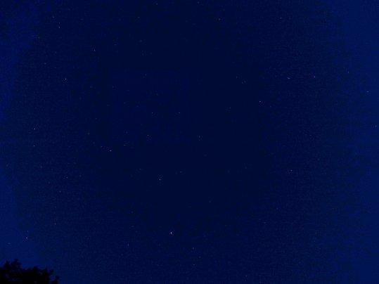Arriba: esta es una extraña fotografía... Captada en el cielo durante la experiencia con el