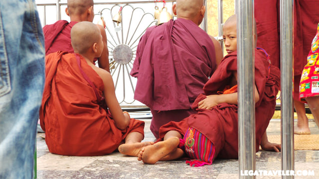 Golden-Rock-Myanmar-monks