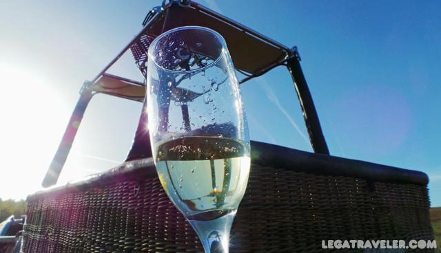 brindis-champagne-aterrizaje-globo