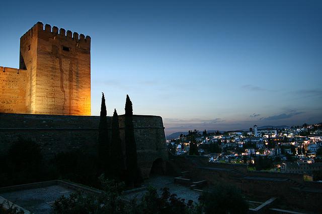 alhambra-por-la-noche