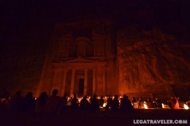 petra-de-noche-jordania