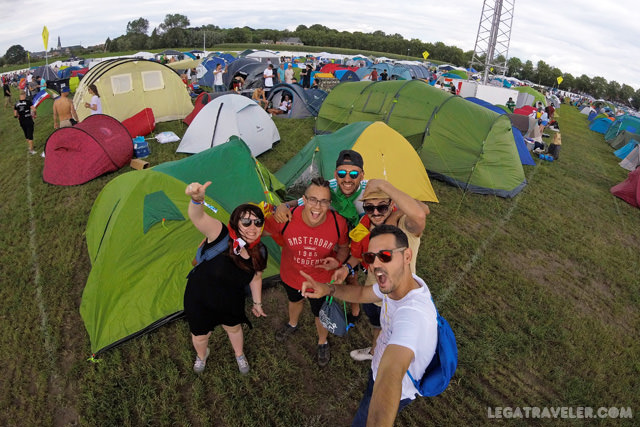 camping-tomorrowland-tiendas