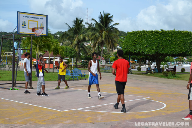 santa-barbara-samana-cancha-basket-malecon