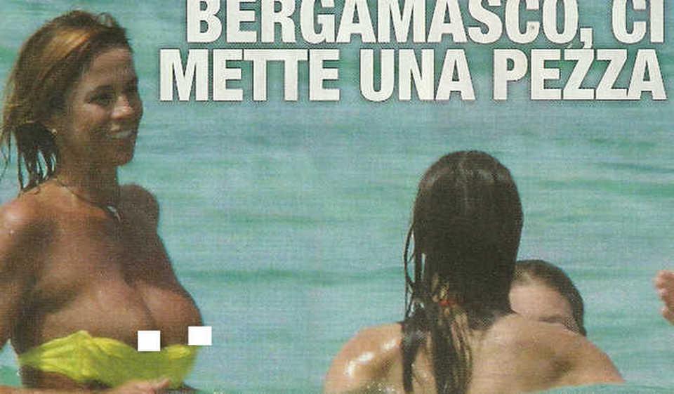 Cristina Parodi hot col bikini giallo fuori di seno al mare in famiglia  FOTO  LEGGOit