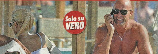 Stefano Bettarini, relax con la baby fidanzata Nicoletta Larini a Viareggio