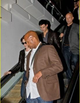 Kristen Stewart, Robert Pattinson et Taylor Lautner quittent Los Angeles. Photos