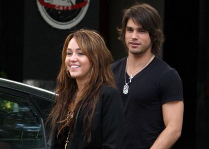 Miley Cyrus-Justin Gaston-Relation