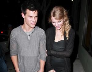 Taylor Swift-Se rapproche-Taylor Lautner