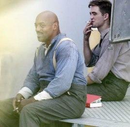 Robert Pattinson pause cigarette Photos