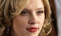 Scarlett Johansson dans les bras de Kevin Connolly