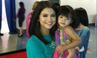 Selena Gomez à The Voice de Ryan Seacrest