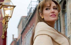 Angelina Jolie reine Elisabeth