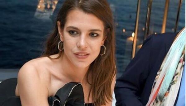 Charlotte Casiraghi et Dimitri Rassam, entourés de leur clan à l\u0027île de  Pantelleria