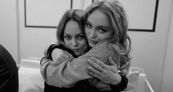 Vanessa Paradis - sa fille de retour à Paris pour la soutenir (photo)