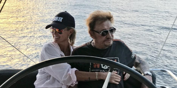 Johnny Hallyday tourmenté par le cancer - comment Laeticia, Jade et Joy le rassurent
