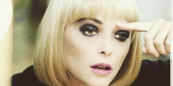Quétier En « Femme» Blonde Une Sublime Change Sandrine Ça Vous WYHID29E