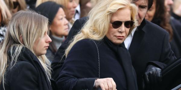 Sylvie Vartan «accepte très mal» la mort de Johnny- Elle est dévastée
