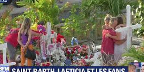 Laeticia Hallyday invite les fans à se recueillir avec elle (vidéo)