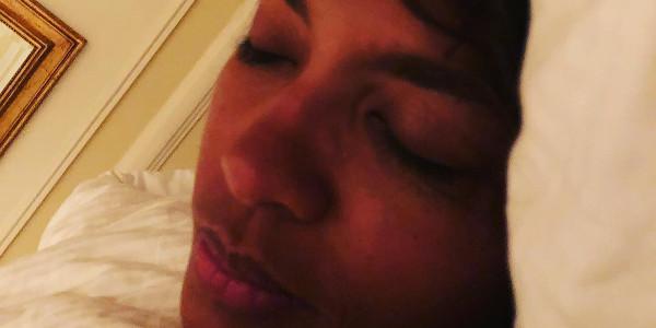 Karine Le Marchand au lit. La photo buzz de JoeyStarr