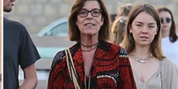 Caroline de Monaco entourée de son clan pour des vacances à St Tropez (photos)
