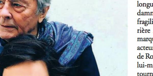Alain Delon en pyjama troué avec des corbeaux, il est surpris en mauvaise posture