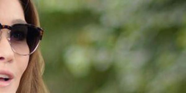 carla-bruni-agace-barcelone-cette-bourde-provoque-colere-fans