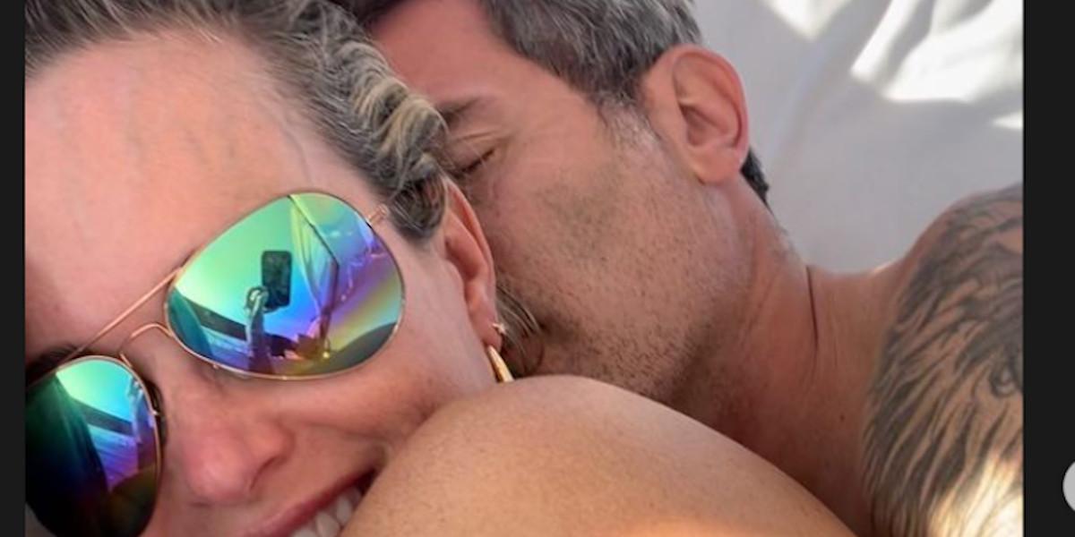 Jalil Lespert surprend avec un cliché intime avec Laeticia Hallyday, hyper complices avant leur mariage