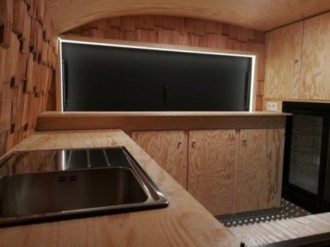 caravane aménagée aménagements intérieurs le goût du bois