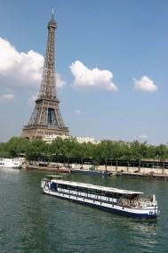 péniche-sur-seine-diamant-bleu-pont-paris
