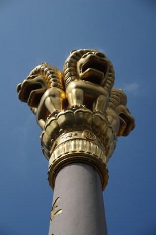 Les lions dorés du temple