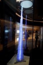 Exposition au pied de la tour