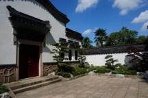 Entrée d'un temple dans le jardin