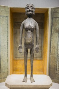 Statue en bronze avec les points d'acuponcture