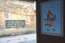 Ancienne porte, inscription récente