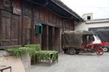 Commerce sur la place du village