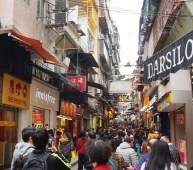 Dans les rues du centre, il y a foule