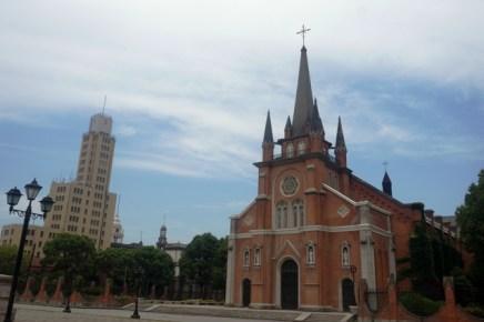 L'église et une tour