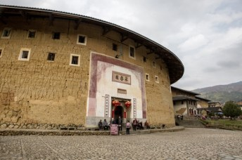 """Au village de Gaobei, le """"king of tulou"""" : le plus grand de la région."""