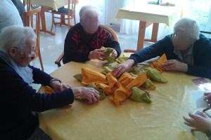 Jeu de reconaissance tactile à la maison de retraite de Muzillac