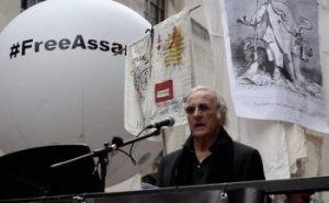 Témoin oculaire de l'agonie de Julian Assange (Arena On Line) -- John PILGER