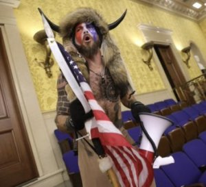 Cirque, propagande et fable de « démocratie » sous la dictature du Capital : pèlerins fanatiques au Capitole — Cecilia ZAMUDIO